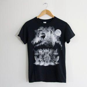 VTG 90's Alaska T Shirt w/ Wolves Size Small